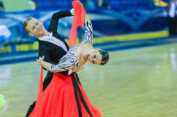Quickstep Steps somewhat shorter than in the slow foxtrot